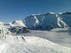 Nebel umhüllt die umliegenden Berge